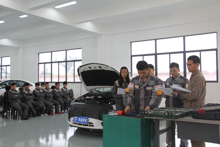 汽车实训室一  Automobile training room 1